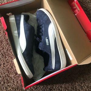 Pumas navy blue
